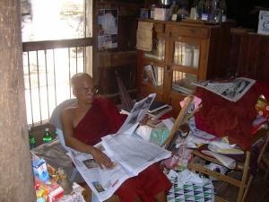 Profesor birmano en su departamento (en hora complementaria)