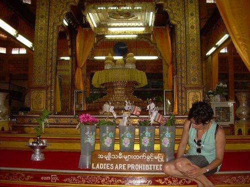 Las mujeres no tocan a este Buda